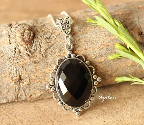 INDIA necklace in black agate and golden rings